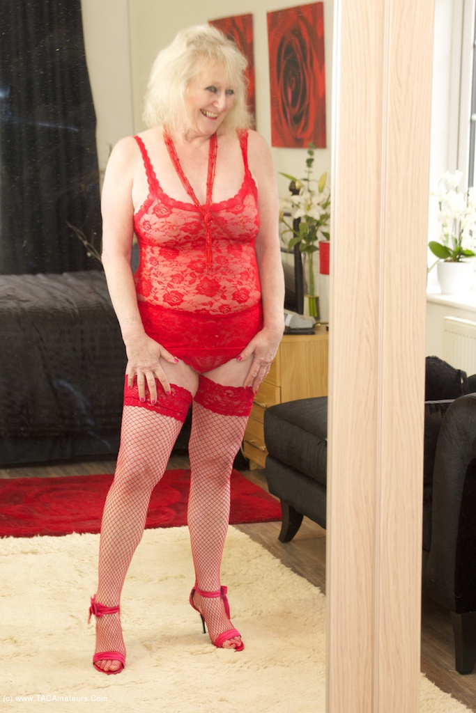 Granny in red lingerie fucks her pussy