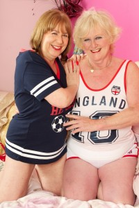 Two mature sluts playing on the bed